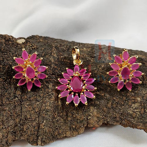 Pink Ruby Tilak Shaped Pendant Set_Hayagi(Pune)