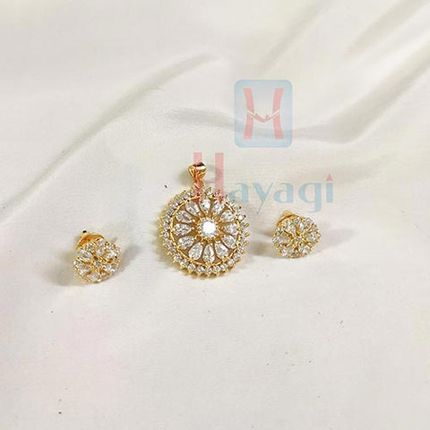 White Studds Decorated Wheel Pendant _Hayagi(Pune)