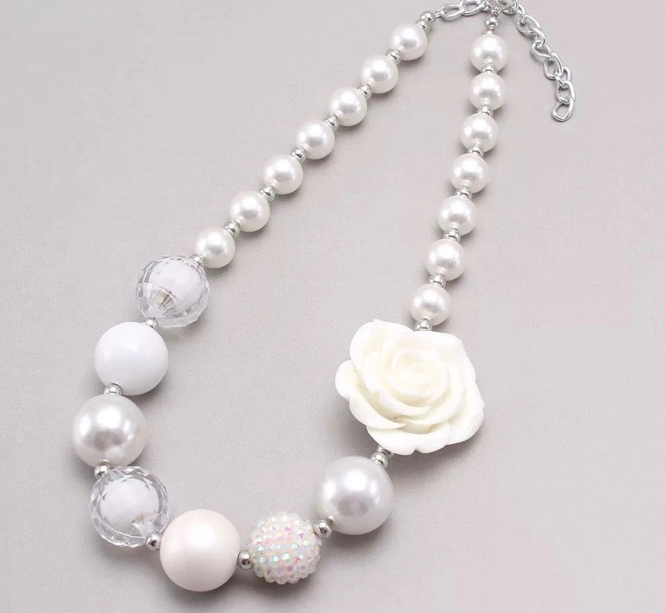 Simply White FLOWER Chunky Necklace