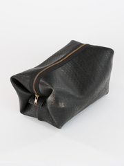 Inner tube Kenneth Cole Dopp Kit with zipper closure, by deux mains. Three quarters view.