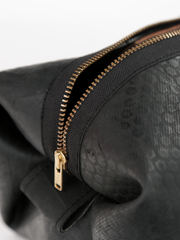 Inner tube Kenneth Cole Dopp Kit with zipper closure, by deux mains. Detailed view of zipper closure.