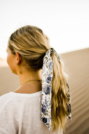 Frisco hair tie worn tied in a single knot around a ponytail. Model has brown and blonde hair.