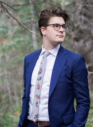 Vintage Flor tie worn with a white shirt, brown belt and royal blue suit jacket.