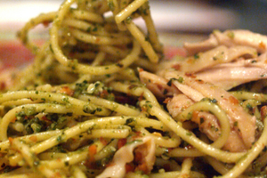 Spinach Pesto Spaghetti With Grilled Chicken