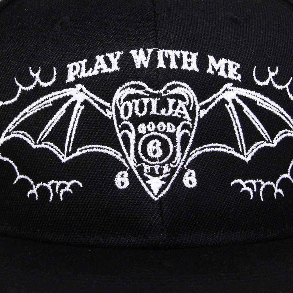 Gorra Play With Me Ouija