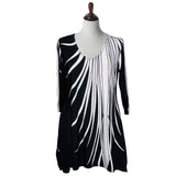 "Valentina Signa ""Dazzling"" Abstract Print V-Neck Tunic in Black & White - 7869"