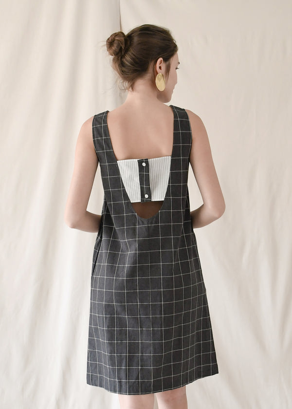 Dip Shift Dress / Black Grids