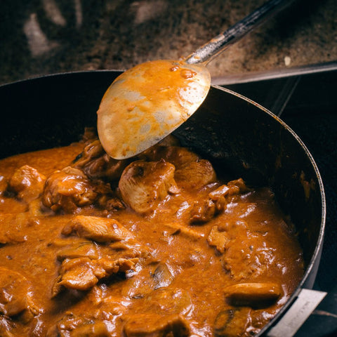 Chicken and mushroom stroganoff in a pan