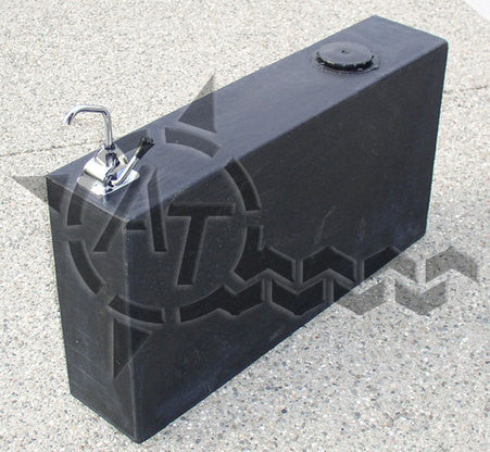 AT OVERLAND EQUIPMENT 19 GALLON ROTO MOLDED WATER TANK