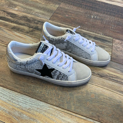 Kate Snake Star Sneaks