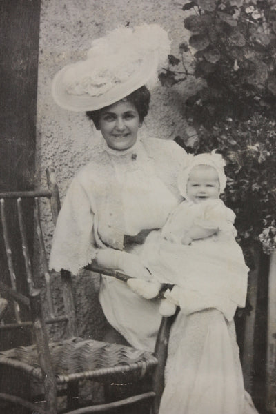 A young Mildred Titcomb with her mother