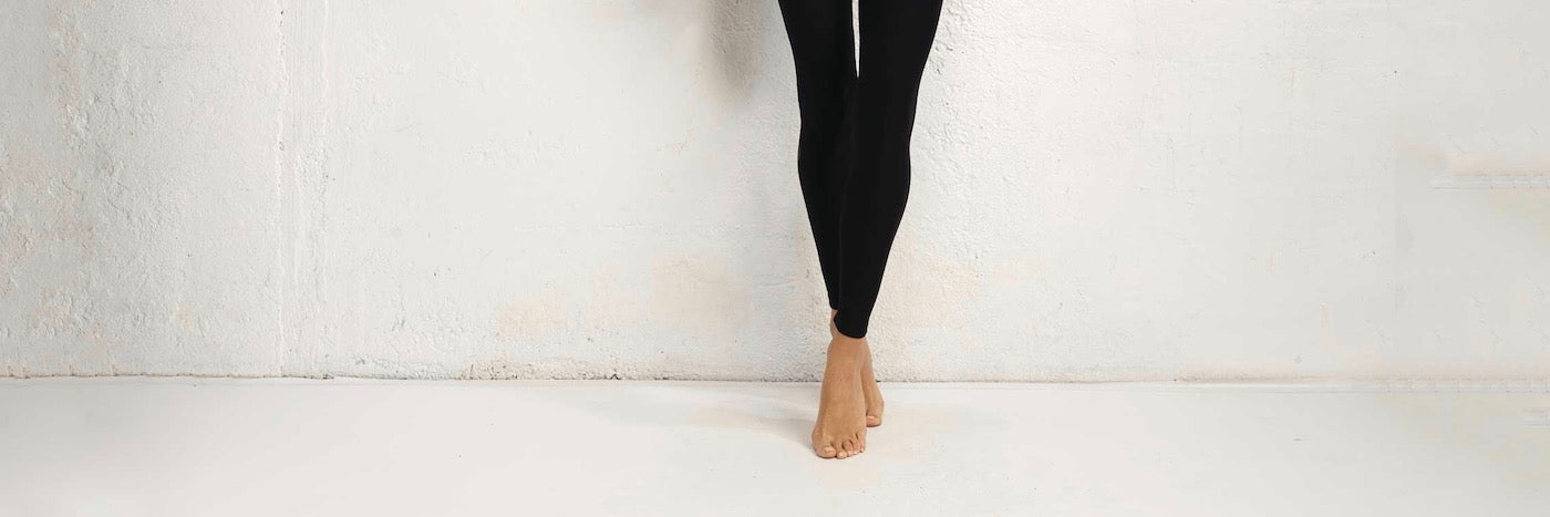 How to Wear Leggings, and Leggings Outfit in the Winter | HauteFlair