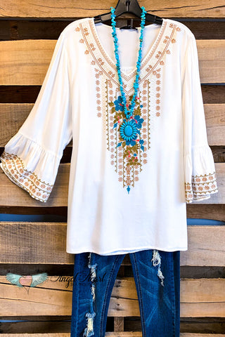 EXCLUSIVE PAPARAZZI: Pretty Woman Embroidered Kimono - White
