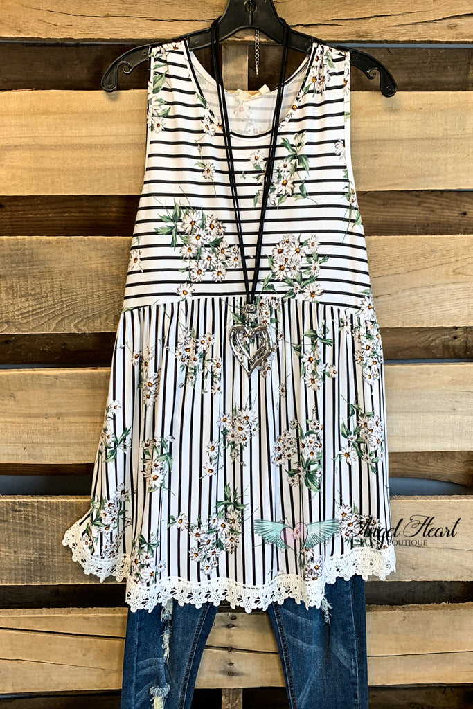 Daisies and Lines Top - Ivory