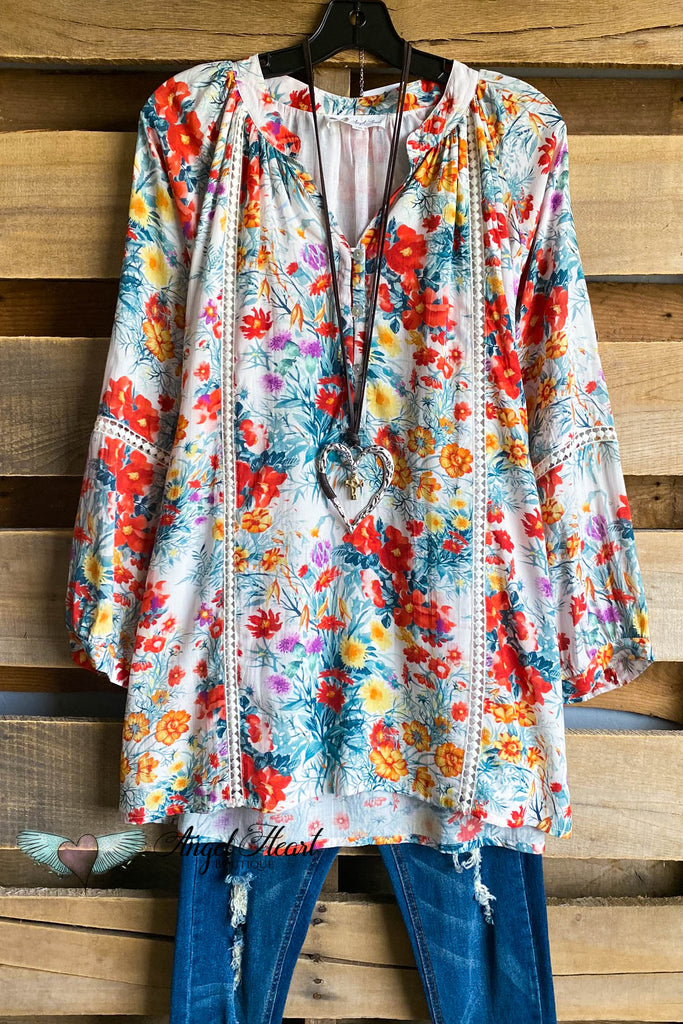 AHB EXCLUSIVE: Full Of Life Tunic - Robin Flower