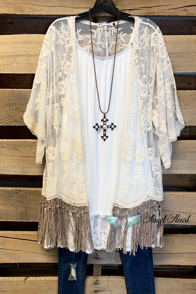 AHB EXCLUSIVE: Lace Fringe Waist Length Kimono - Natural