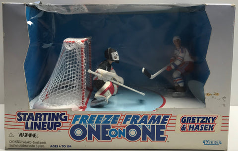 TAS038537 - 1997 Kenner Starting Lineup NHL Freeze Frame - Gretzky & Hasek