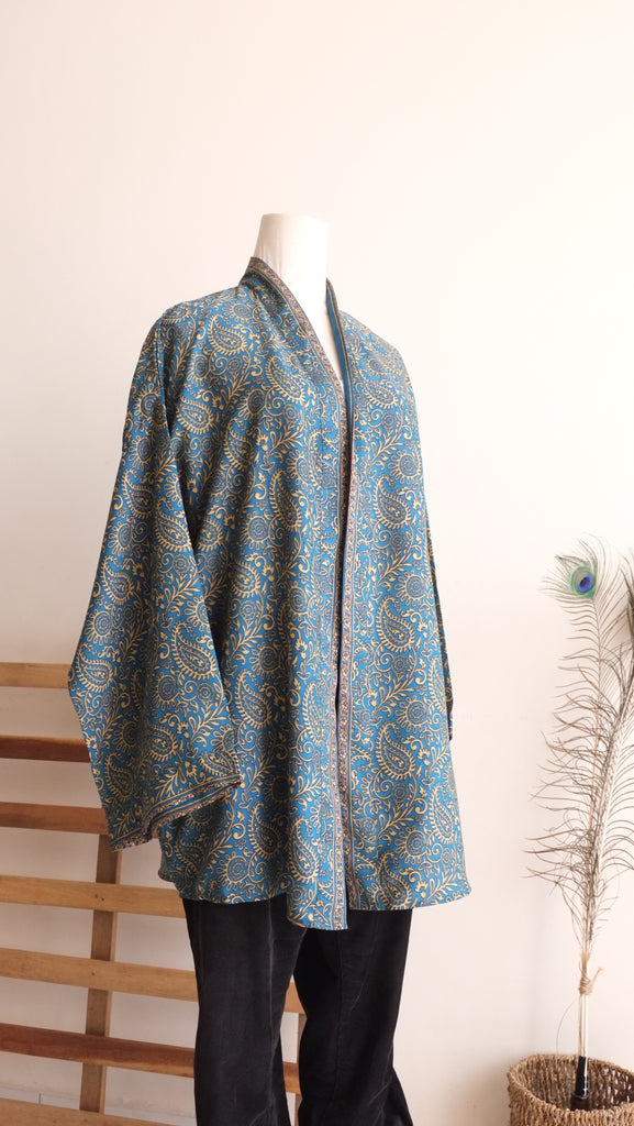 Hana Graphic Print Kimono Top In Yale Blue