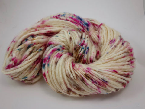 Superwash BFL Wool Pencil Roving. Hand Dyed ~200g, Super Bulky Yarn. Speckled Colourway.
