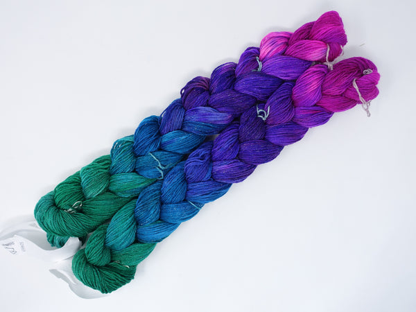 Hand Dyed Gradient Warp- Superwash Merino, Silk & Stellina 4/16NM ~400m per 100g. 150 ends. ~2.2m length