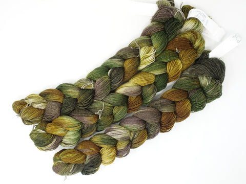 Hand Dyed Variegated Warp- BFL, Silk & Stellina 3/9NM ~300m per 100g. 150 ends. ~2.2m length