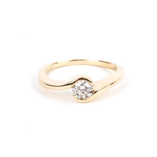 Pre-Owned Curved Solitaire Diamond Ring