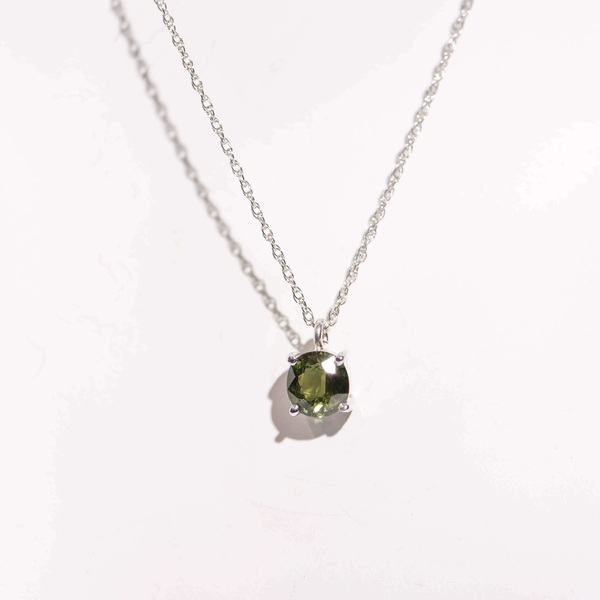 Pre-Owned Green Sapphire Necklace