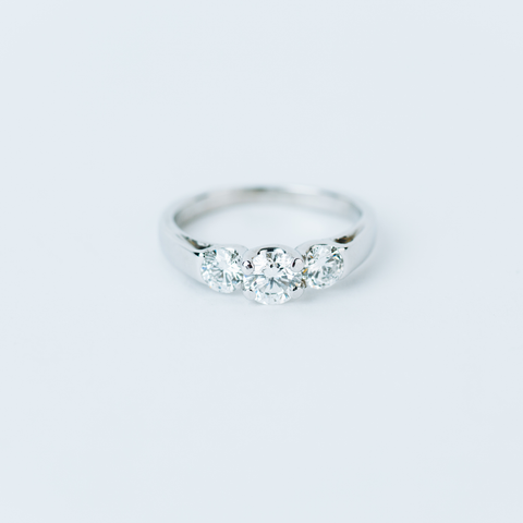 PRE-OWNED FOREVERMARK CERTIFIED DIAMOND RING