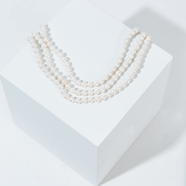 Pre-owned triple pearl strand