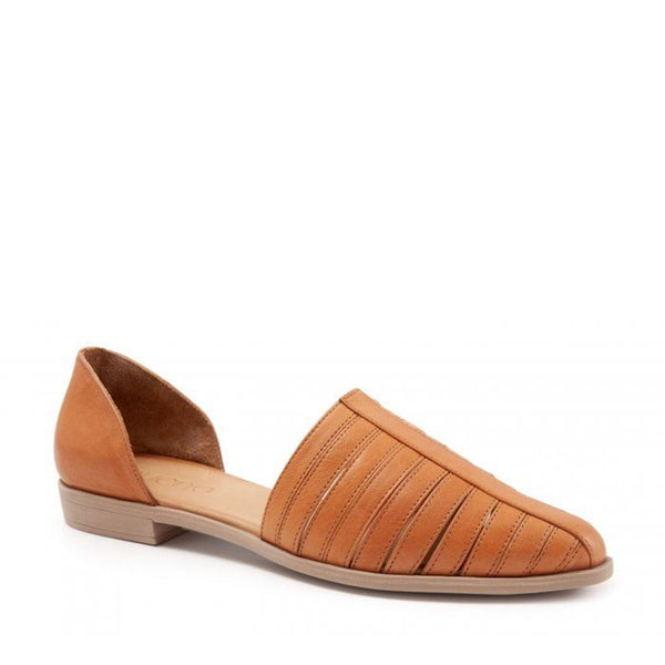 Bueno Brier Full d'Orsay Shoe in Tan