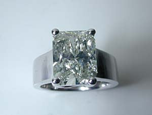 4.02ct G-VS1 Radiant Cut Diamond Engagement Ring 18kt white Gold 900,000 GIA certified diamonds