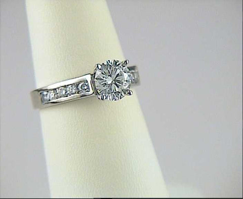 Round Diamond Engagement Ring round-diamond-SOLACC5346b