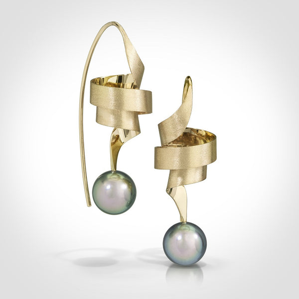 LaRaia - 14k gold / Tahitian pearl earrings - Custom order