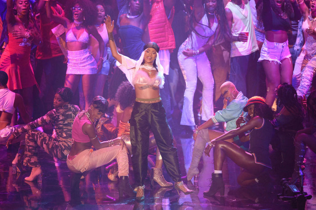 Rihanna VMA Performance