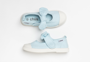 Canvas sneakers with single velcro strap and removable bow tie in light blue. Adorable monogrammed. Chus Shoes. Top view.