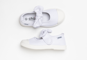 Canvas sneakers with single velcro strap and removable bow tie in white. Adorable monogrammed. Chus Shoes. Top view.