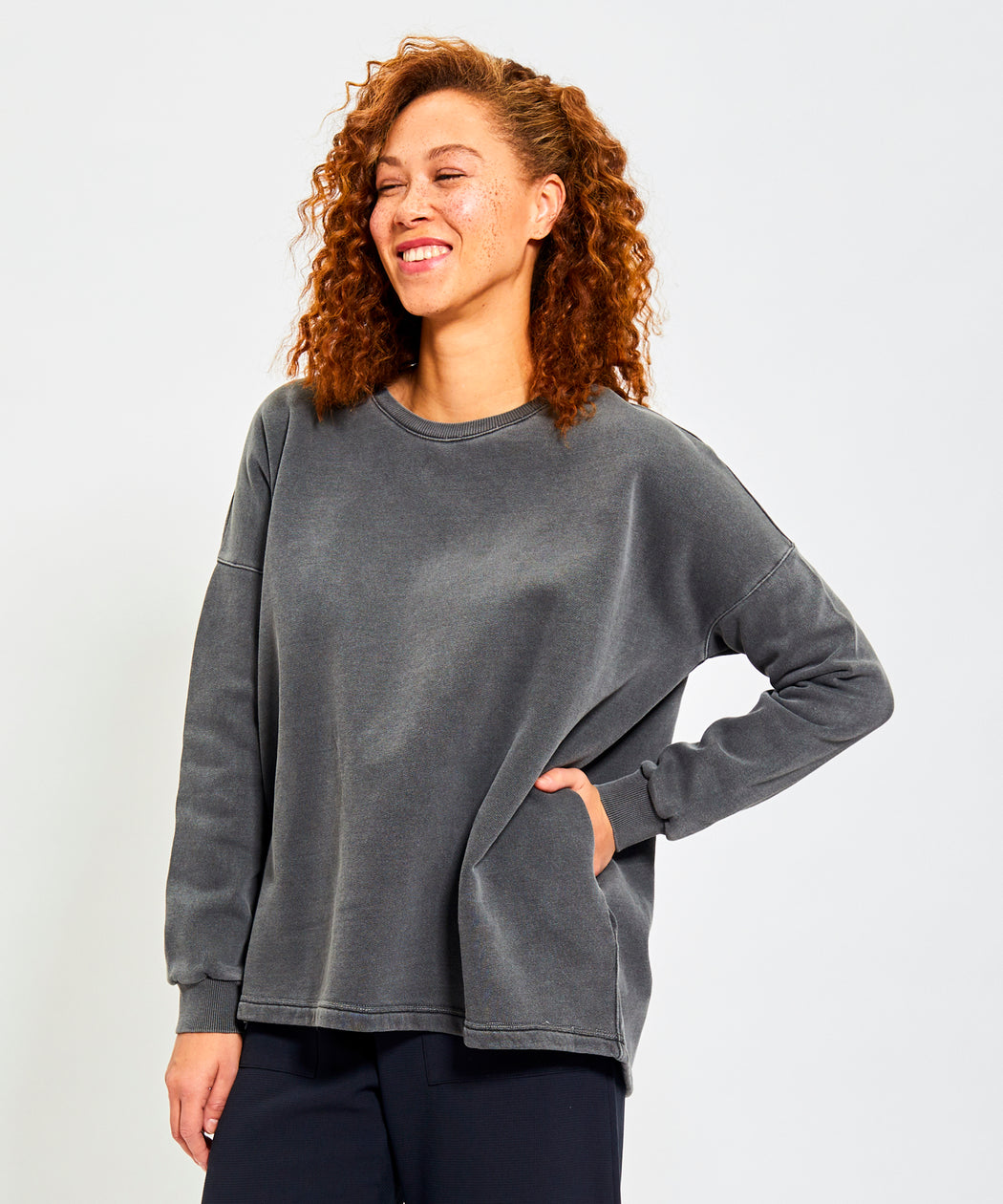 ZELDA Blanket Sweatshirt - Charcoal and Malbec