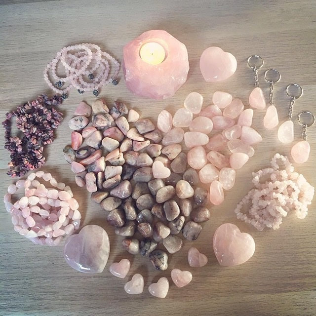 💕 Love Crystals ~ are you looking to attract love, feel more love, give or receive love more freely?
