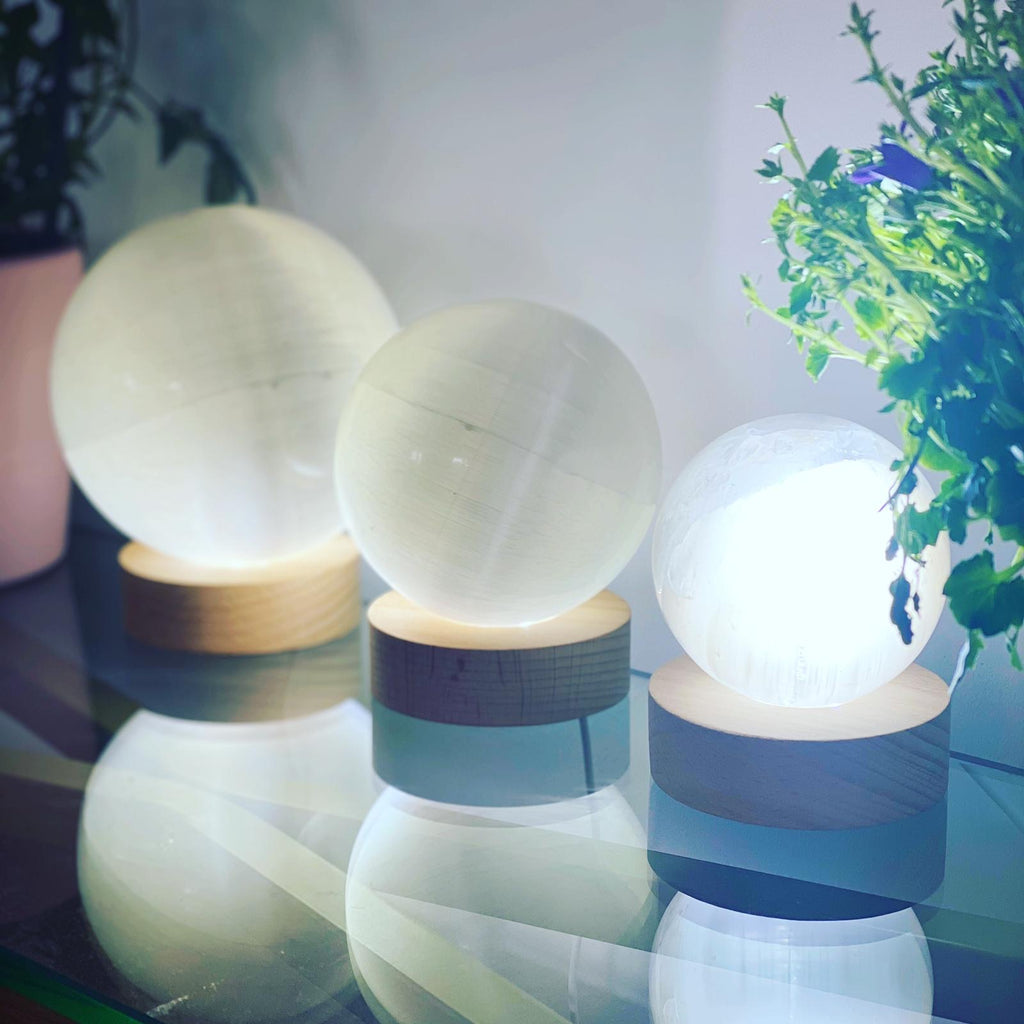 Selenite Spheres!!! 🤍👼🏼🔮 With FREE Light Stand USB💡