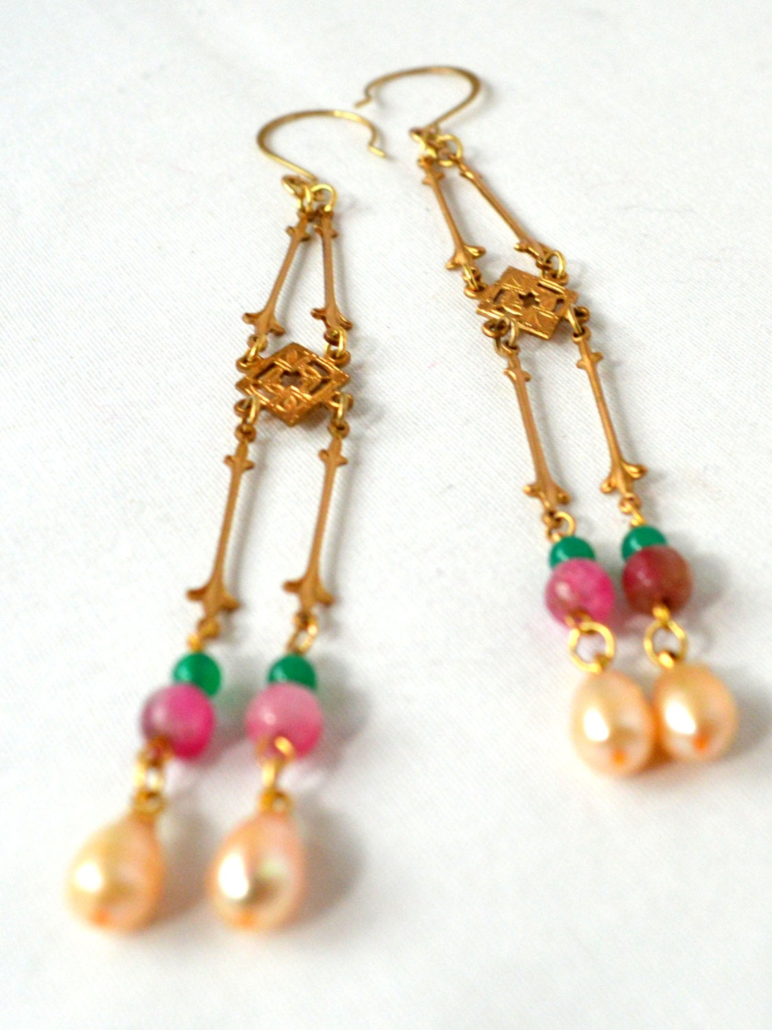 Pearl wedding earrings for a bohemian bride.