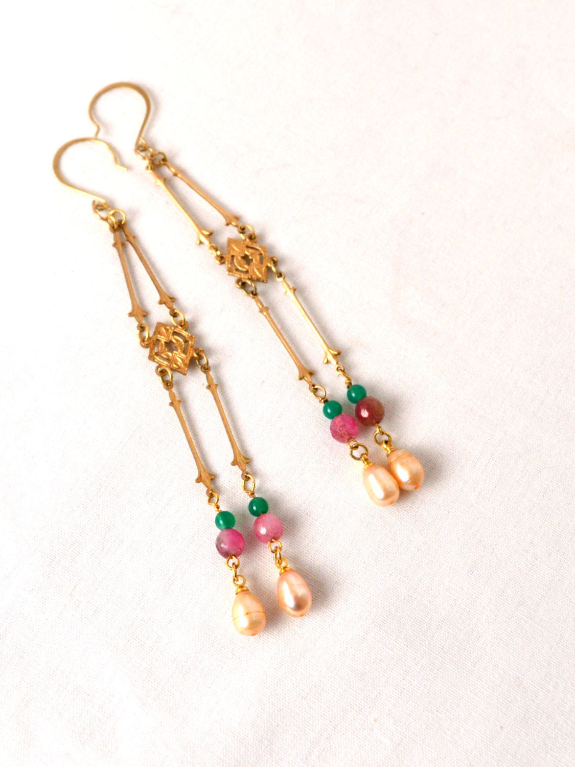 Alternative bridal earrings with beads and pearls.