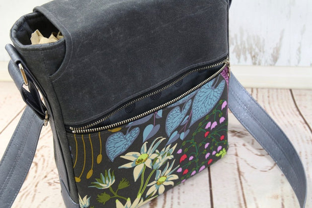 The Coneflower Cross Body bag by Blue Calla Sewing Patterns (Printed Paper Pattern)