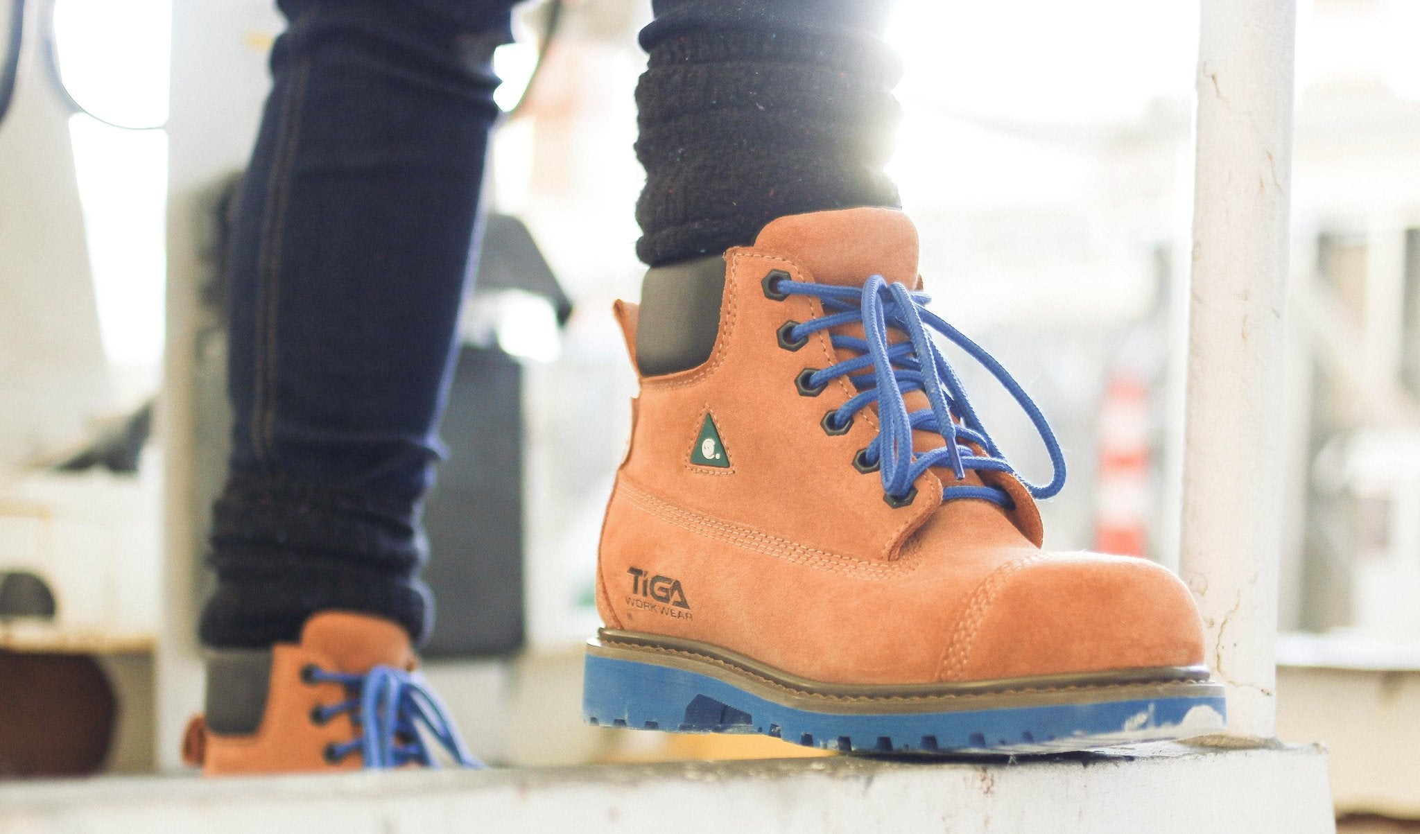 Composite toe safety boots for women