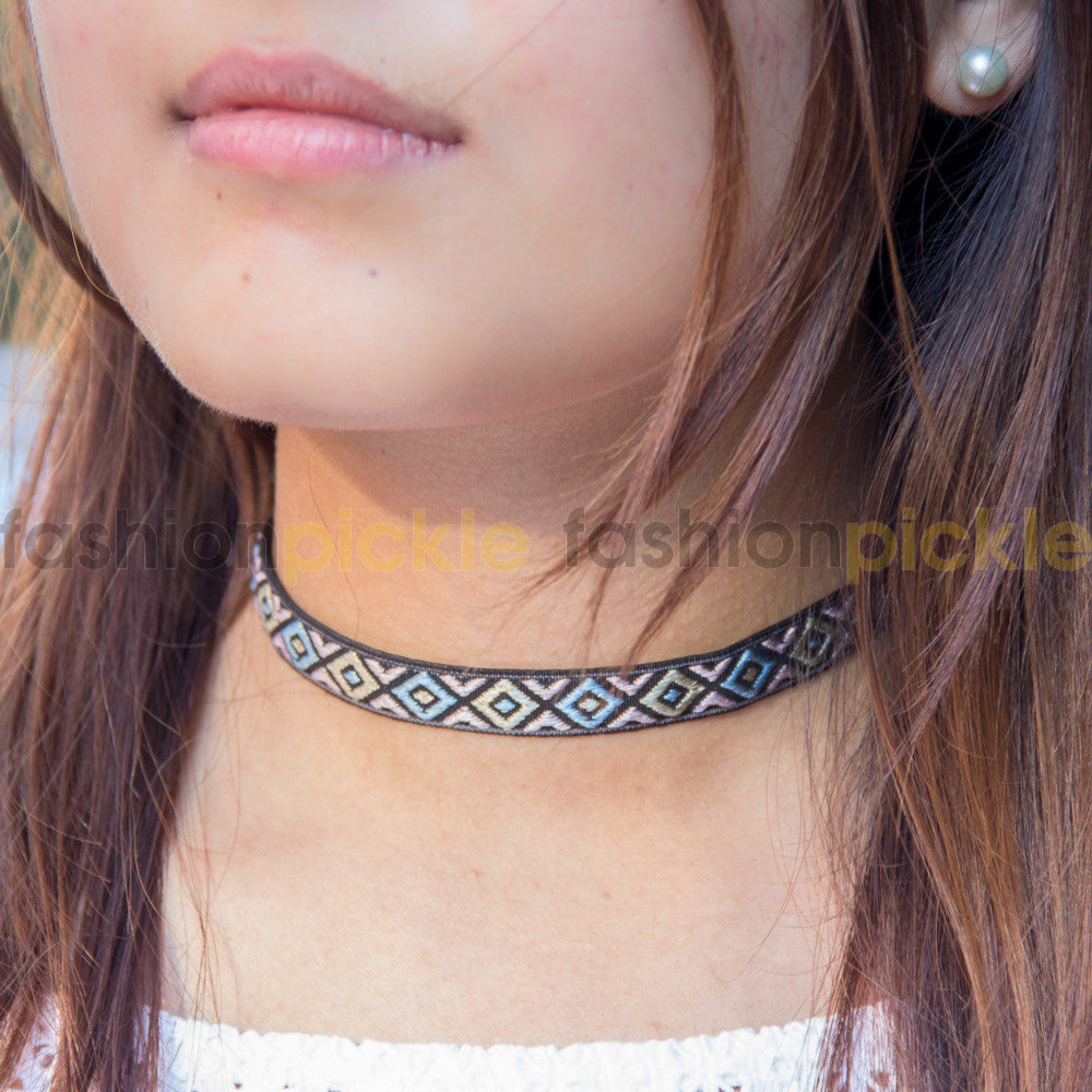 Cinthia Pattern Choker Necklace