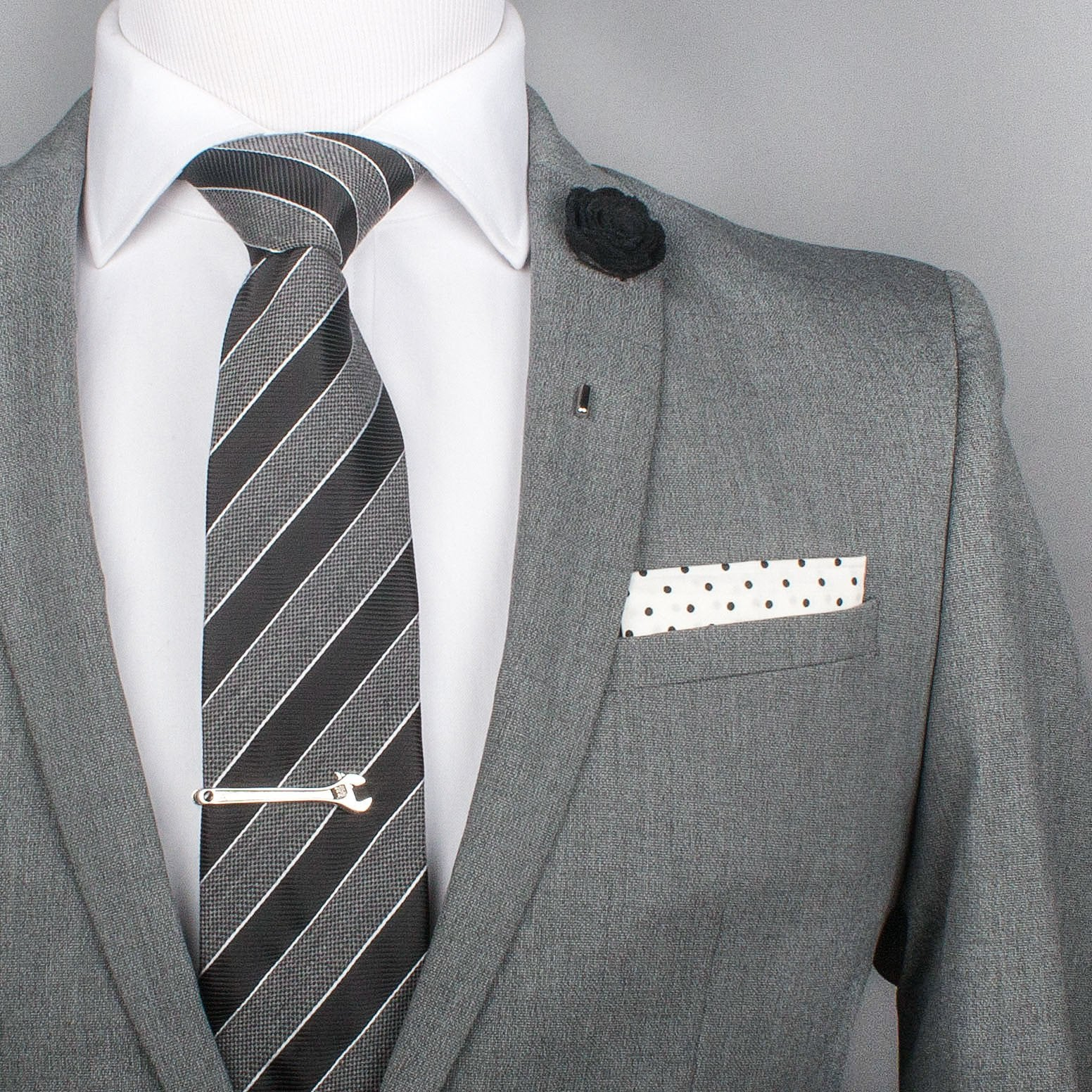 TEXTURED STRIPE TIE CLIPS