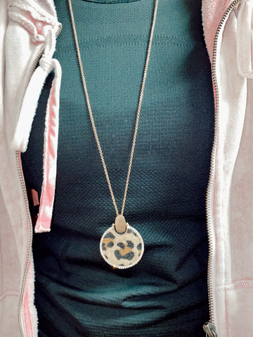 Necklace with leopard Print Round Pedant