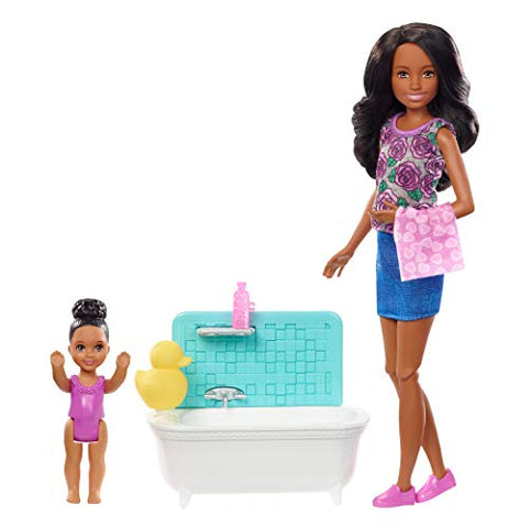 Barbie Skipper Babysitters Inc. Playset with Bathtub, Babysitting Skipper Doll and Small Toddler Doll with Button to Move Arms and Splash, Plus Themed Accessories, Gift for 3 to 7 Year Olds