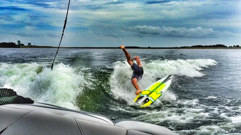 male rider falling off of doomswell neo wakesurf board