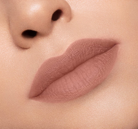 MATTE LIPSTICK - HONEY ON MODEL