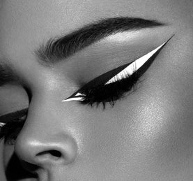 LIQUID LINER - BLACK OUT ON MODEL
